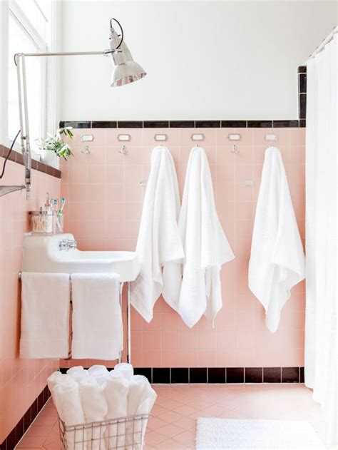Pink Tile Bathroom Ideas by 1000 Ideas About Pink Bathrooms On Vintage