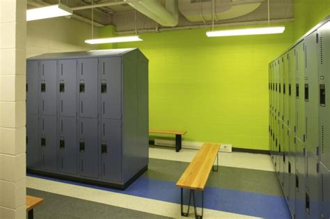 chagne room chicago chicago school allows transgender student locker room access ny daily news