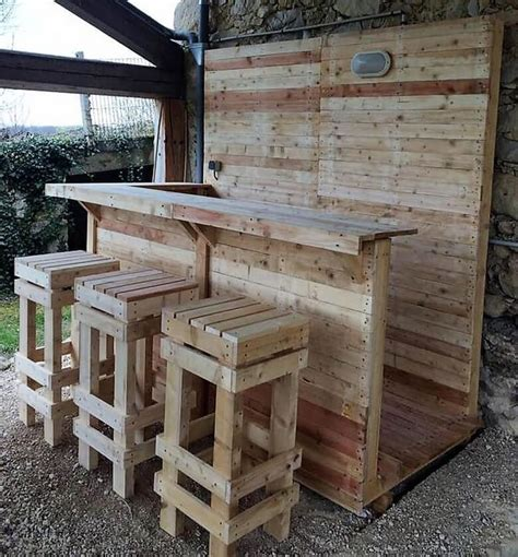 25 best ideas about pallet seating on outdoor pallet seating pallet chairs and best 25 recycled wood ideas on recycled homes recycled wood furniture and pallet
