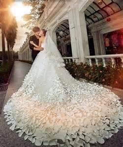 Vestidos de novia con colas grandes foro moda nupcial bodas com mx
