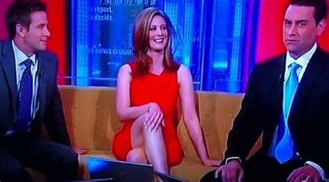 fox news reporter suffers wardrobe malfunction on live tv image gallery hottest news anchorwoman oops