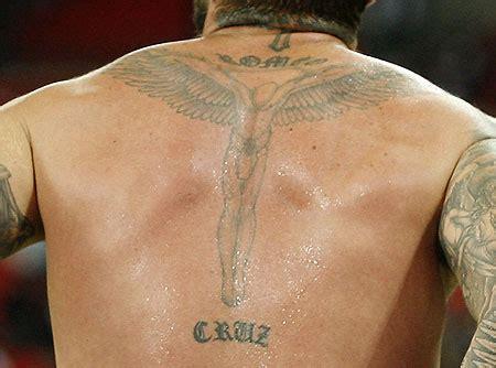 arti  balik tatto  menghiasi tubuh david beckham