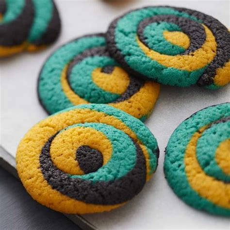 what color is the cookie color swirl tailgate cookies wilton