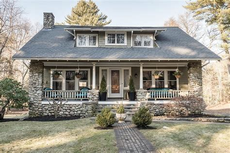 beautiful homes magazine five beautiful homes in the burbs to tour this weekend
