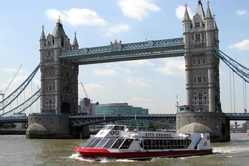 thames river cruise with bubbly canapes luxury chagne afternoon tea thames river cruise for two