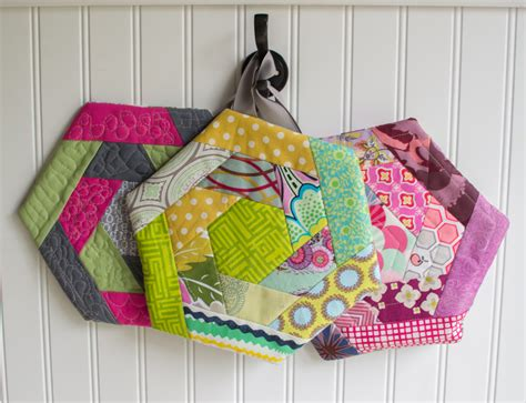 Free Potholder Quilt Patterns by Log Cabin Hexi Potholders A Tutorial With Partial Seams
