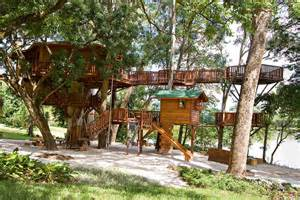 amazing tree houses 10 of the world s most amazing tree houses