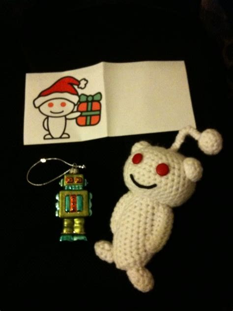 amazing crochet reddit alien and a retro robot christmas