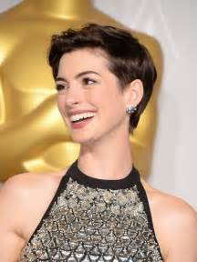 best way to sytle a pixie hair style anne hathaway best pixie hairstyles popsugar beauty