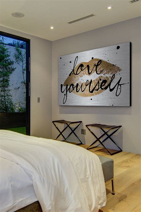 Glam Bedroom Wall Decor by Best 25 Black Gold Bedroom Ideas On Black