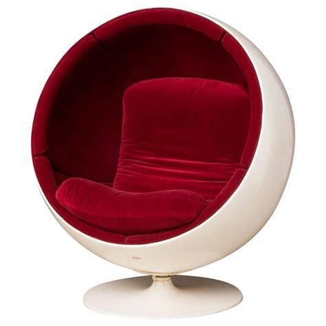 eero aarnio ball chair white red amazon co uk kitchen eero aarnio red velvet ball chair for asko at 1stdibs