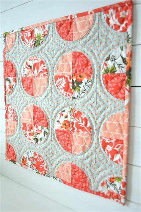 Circle Quilt Block Tutorial by S Delight Circle Mini Quilt Favequilts