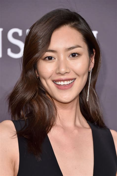 wen curly short hair styles liu wen long wavy cut liu wen looks stylebistro