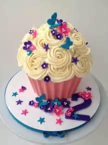cupcake birthday cake 25 best ideas about cupcake cakes on birthday cake cupcake smash cakes