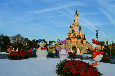 top 28 when are christmas decorations up at disneyland