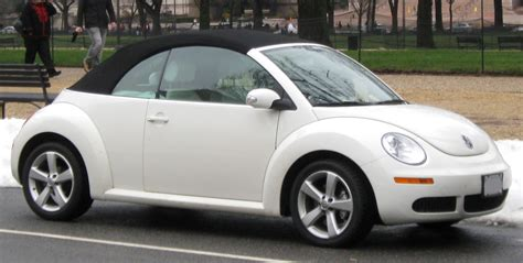file volkswagen new beetle convertible 12 26 2009 jpg wikimedia commons