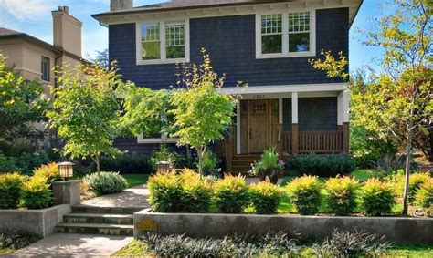 curb appeal landscaping 10 ways to landscape for maximum curb appeal porch advice