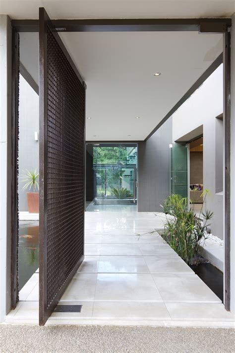 dramatic contemporary residence amazes  stunning
