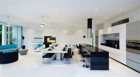 maison contemporaine blanche avec interieur blanc