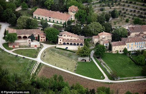 Angelina Jolie Mansion by Brad Pitt And Angelina Jolie S Wine From 60m French