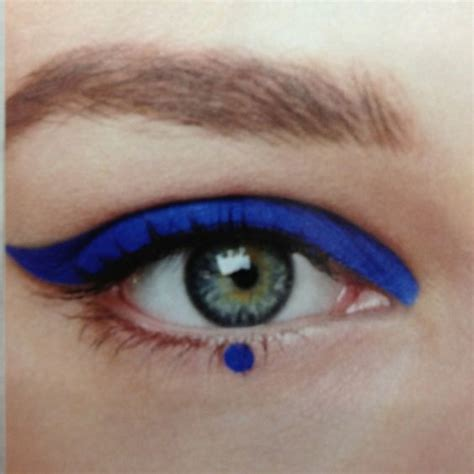 Eyeliner Tutorial Dots | graphic eyeliner blue dots and eyeliner on pinterest