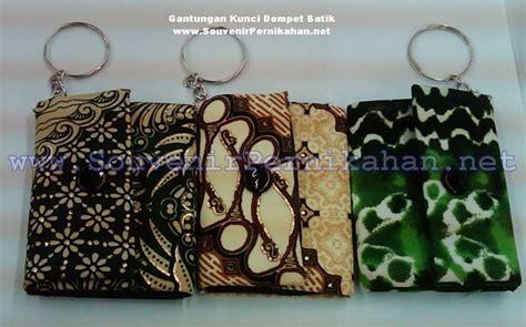 Souvenir Pernikahan Dompet Batik Oval Kemasan Plastik gantungan kunci dompet batik souvenir pernikahan
