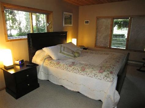 Cabin Bed Reviews by Exclusive Reviews Cozy Cabin Bed And Breakfast Nakusp