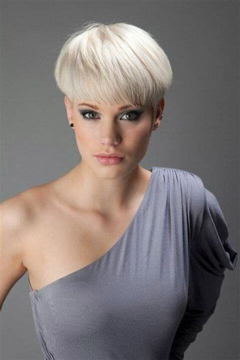 women with bowl cuts straight hairstyles bowl cut and bowl haircuts on pinterest