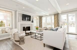 white livingroom sparkling white walls that can make a room shine and stand out