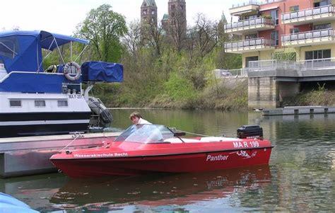 motorboot fahren frau motorboot fahren in speyer als ausgefallene geschenkidee