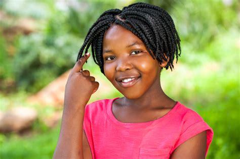 Entre na moda das tranças afro