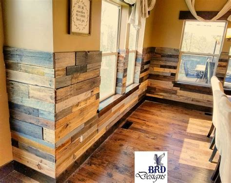 Pallet Wainscoting by Best 25 Rustic Wainscoting Ideas On Cabin