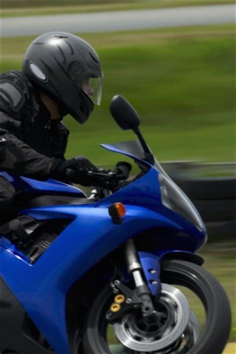 Cross Motorrad Gegen Diebstahl Versichern by Was Gilt Es Bei Motorrad Versicherungen Zu Beachten