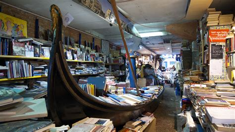 libreria venezia acqua alta the best bookshops in italy come in cool warm up