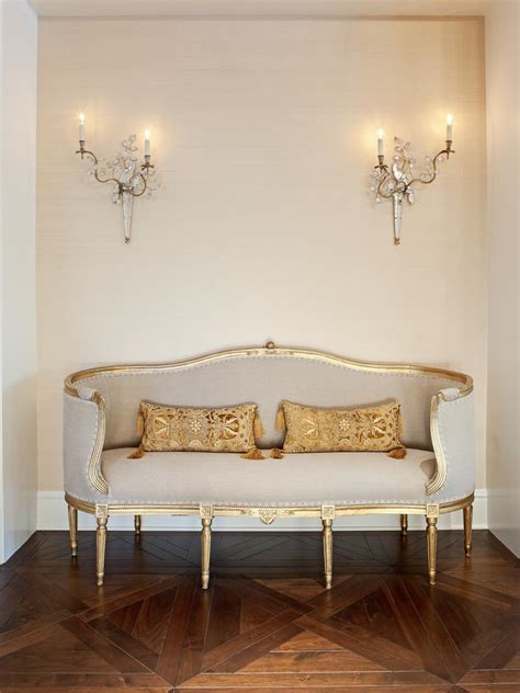 leere wand dekorieren 25 ways to dress up blank walls hgtv