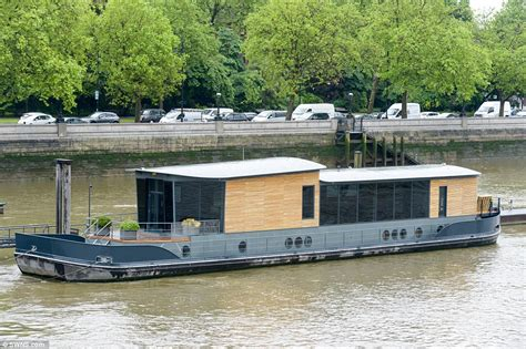 river house boats for sale cadogan pier houseboat in london could be yours for 163 2 25million daily mail online