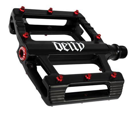 Deity Pedal Decoy Putih deity leftfieldbikes