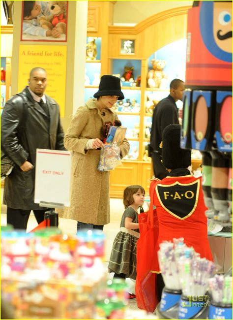 Holmess Shopping Spree For Suri by Suri Cruise Fao Schwarz Shopping Spree Photo 1586411