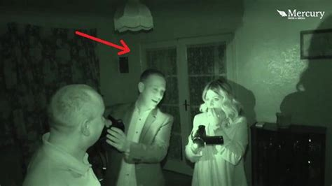 bak conjuring paranormal ketakutan setengah mati