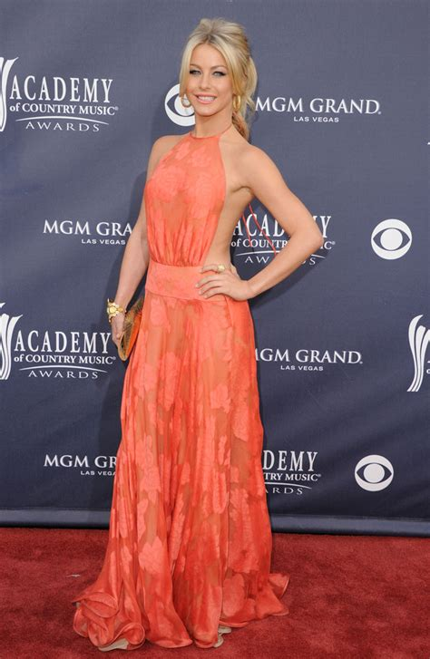 what shoes does julianne hough wear in safe haven julianne hough evening dress julianne hough looks