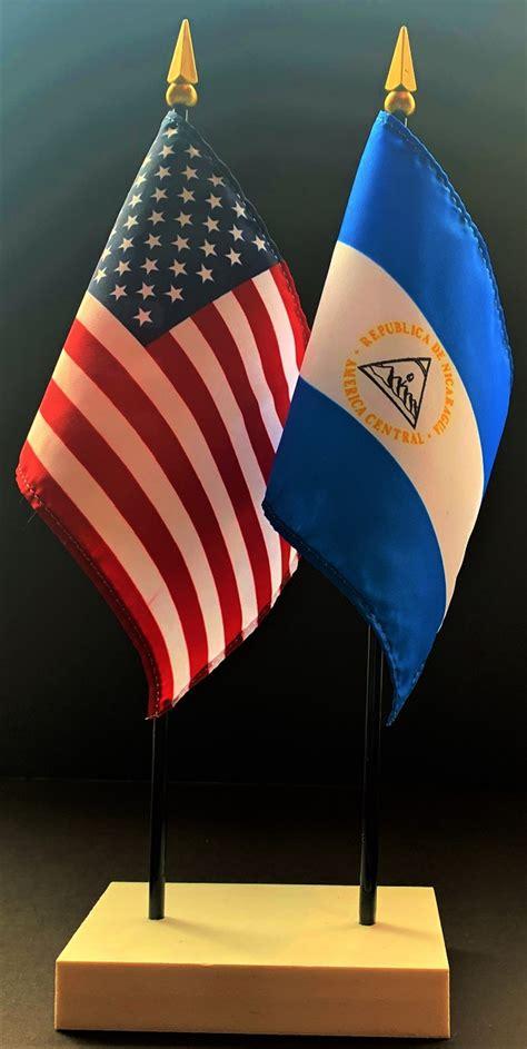 nicaragua   flag desk set nicaragua