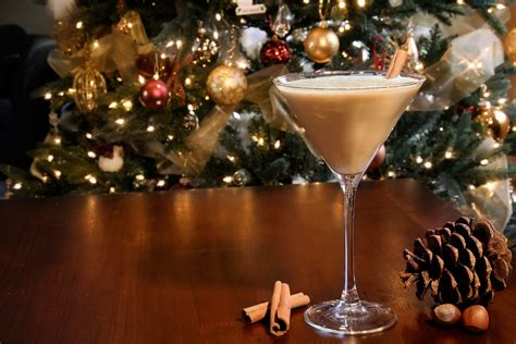 christmas cocktails 10 traditional christmas cocktails you can t pass up