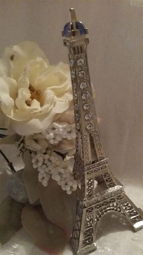 Eiffel Tower Wedding Decor by 25 Best Ideas About Eiffel Tower Centerpiece On