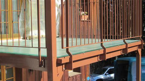 balkon holzgeländer außen balkon terrassen oz metallbau ag