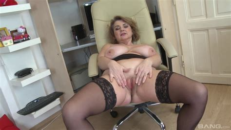 Chubby Solo Woman Handles Her Mature Cunt With A Big Toy