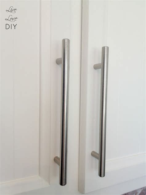 how to paint kitchen cabinet hardware livelovediy how to paint kitchen cabinets in 10 easy steps