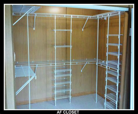 Closet Ideas walking closet de doble nivel con tablilleros y zapateras