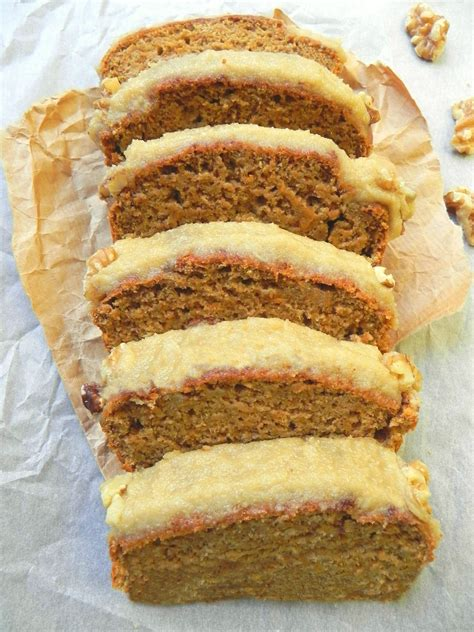 healthy vegan carrot cake with cheese icing