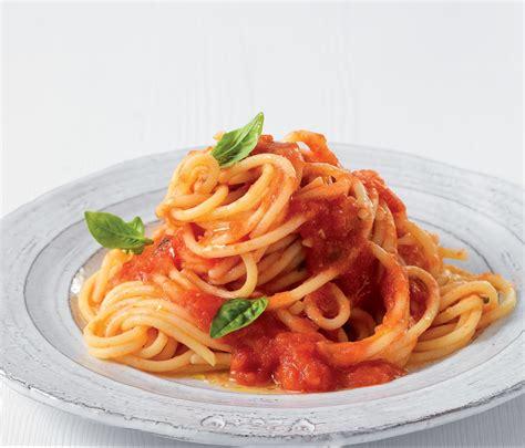 come si cucina la pasta al sugo come si fanno gli spaghetti al pomodoro la ricetta della