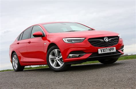 vauxhall insignia grand vauxhall insignia grand sport review 2017 parkers